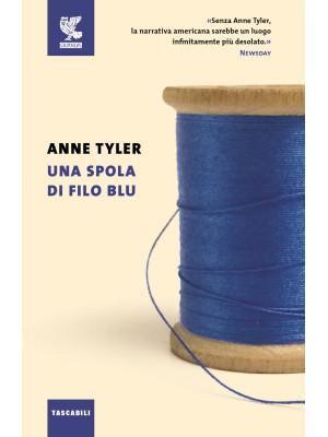 Una spola di filo blu
